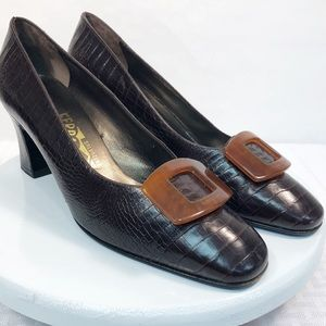 Ferragamo 8B brown pumps crocodile embossed buckle